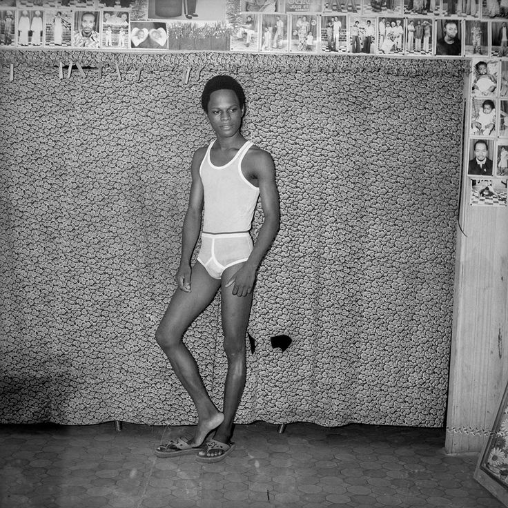 Self-Portraits from the '70s, 1975-1978 © Samuel Fosso / Courtesy The Walther Collection and Jean Marc Patras / Galerie