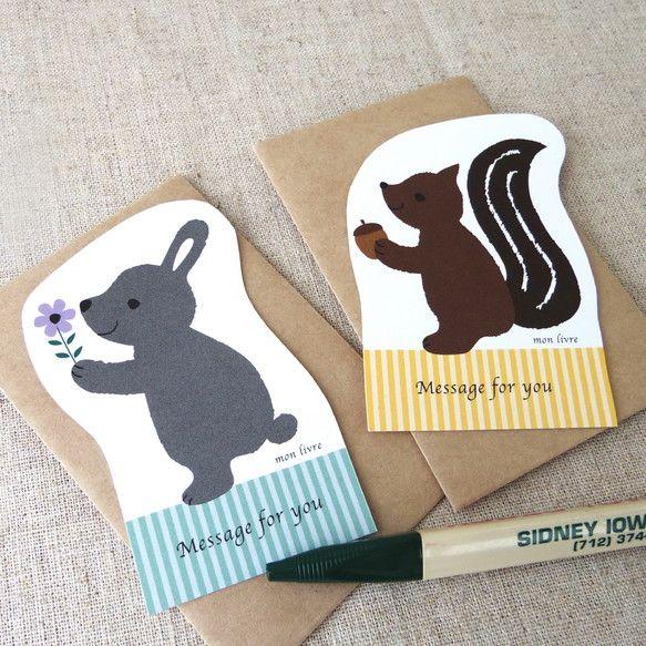 ウサギとリスのミニメッセージカードのセット。裏面は白地でメッセージが書けます。オフセット印刷です。封筒はクラフト。ミニカードなので郵送はできません。手渡し用の...|ハンドメイド、手作り、手仕事品の通販・販売・購入ならCreema。
