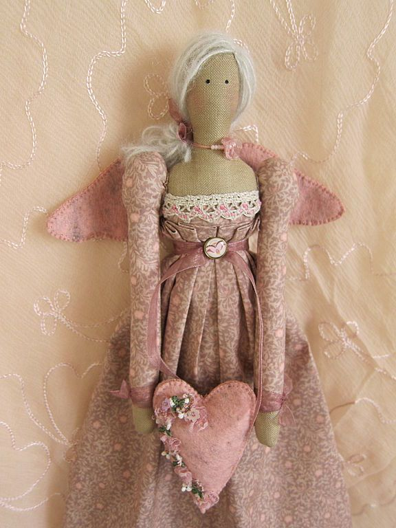 Tilda in pink holding pink embroidered heart.....(i LOVE the colors, contrast, and details on this cute tilda angel! sew sweet to my eyes!)...