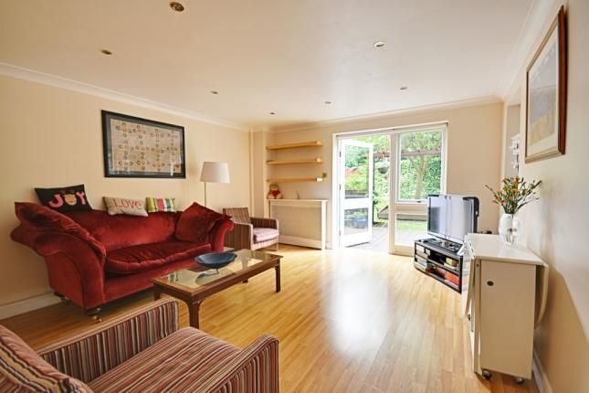 2 Bed Flat For Sale, The Ham, Brentford TW8, with price £449,950 Guide price. #Flat #Sale #Brentford