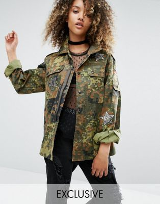 Куртка милитари в винтажном стиле с нашивками из пайеток Milk It
