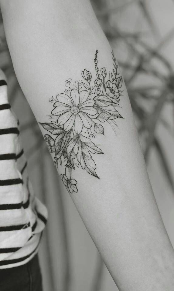 Tatuagem Floral Feminina Preto e  Branco