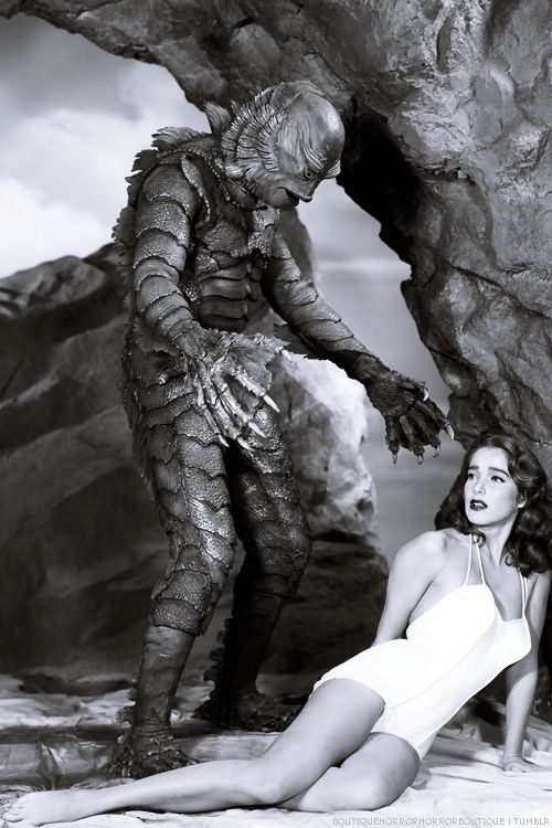 "Creature from the Black Lagoon. S).... Os filmes do ""Monstro da Lagoa Negra"" eram o máximo. Aqui, com Julie Adams."