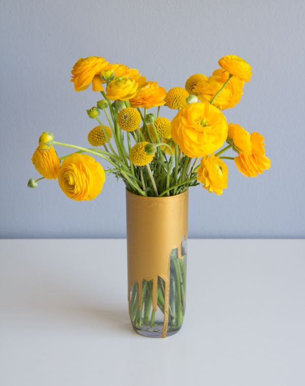 Craspedia and Ranunculus pair together perfectly for a fun, simple, monochromatic arrangement.: Vase, Drip Crayons, Crayons Art, Chelsea Costa, Gold, Bouquets Chelsea, Diy, Chelsea Rose, Crayon Art