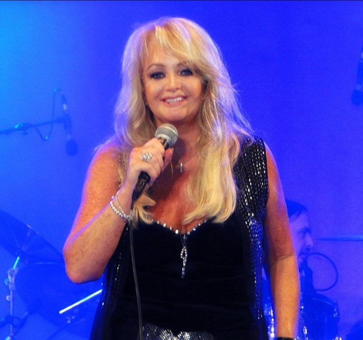 Bonnie Tyler in Hamburg, 27/07/2013 (by Pia Tuomisto) #bonnietyler #thequeenbonnietyler #therockingqueen #rockingqueen #music #rock #2013 #germany #hamburg #concert