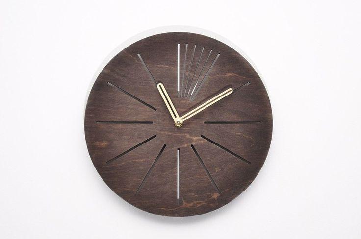 Nowoczesny drewniany ażurowy zegar ścienny KRC w NIUS SHOP na DaWanda.com