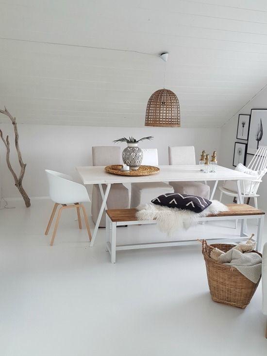 Vase på spisebord fra Tine-k / butikk «Dagmar og me», smålykter fra Gliiz. I løpet av sommeren så har jeg...