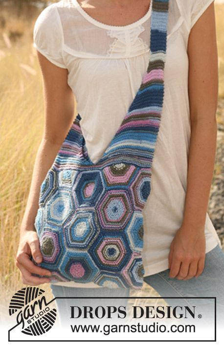 """Knitted DROPS bag in garter st with hexagons in """"Muskat Soft"""". ~ DROPS Design--free pattern--Would be easier to do the hexagons in crochet."""