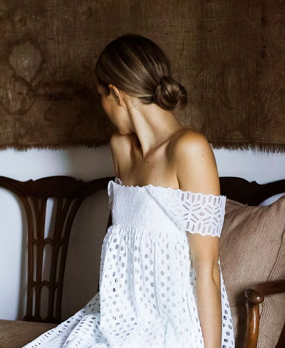 Lace detail for a beautiful off the shoulder //