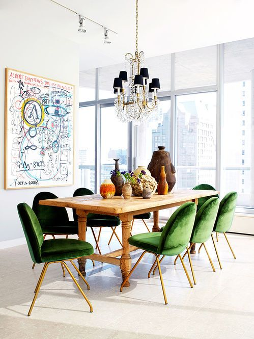 Ambiente com cadeiras verdes de veludo Designer: Nate Berkus [colors]//These dining chairs are cool and look comfortable. The legs are meh, though--JAM