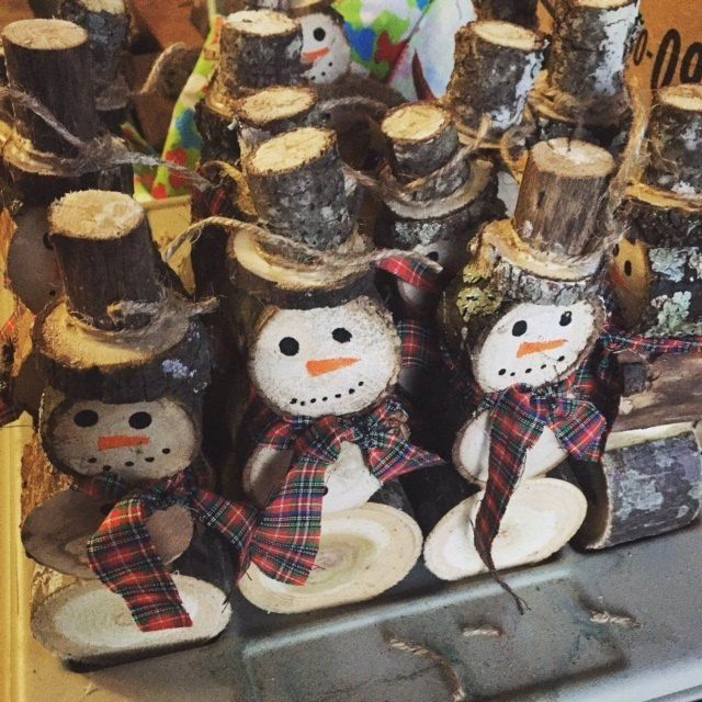 This May be the Cutest Winter Decor Idea You'll See This Season. Snowman Made From Logs