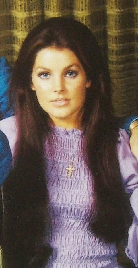 Priscilla Presley, 1970s.  This photo is significant of her coming into her own style.  She started ditching the heavy eye make-up Elvis wanted her to wear, and wore a more natural hair color than his preferred jet-black.  Love this!!!