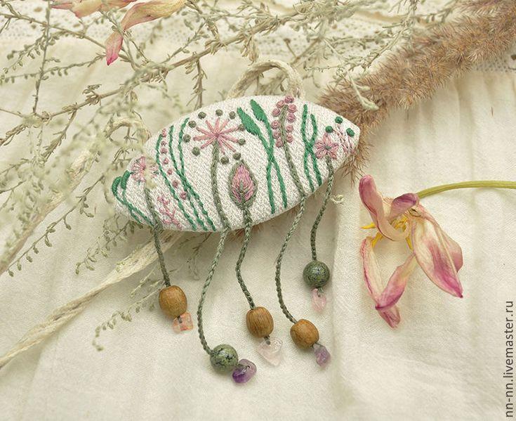 Купить Травы звенят. Бежевое льняное колье - кулон с вышивкой. - бежевый, брошь, травы, льняной