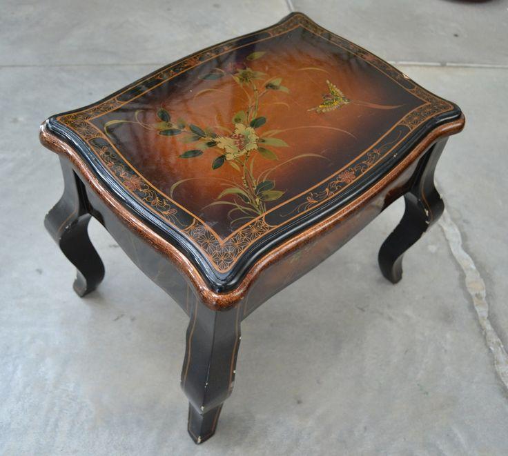 Piccolo tavolino sgabello cinese laccato e dipinto