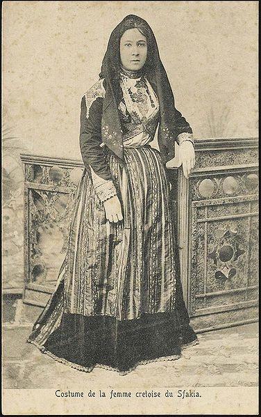 Français : Costume de la femme crétoise du Sfakia  Date 19th-20th century