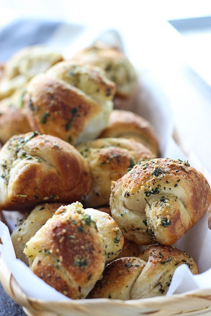 Love garlic knots? Make these easy Parmesan garlic knots at home with a simple cheat! Ready in under 30 minutes.