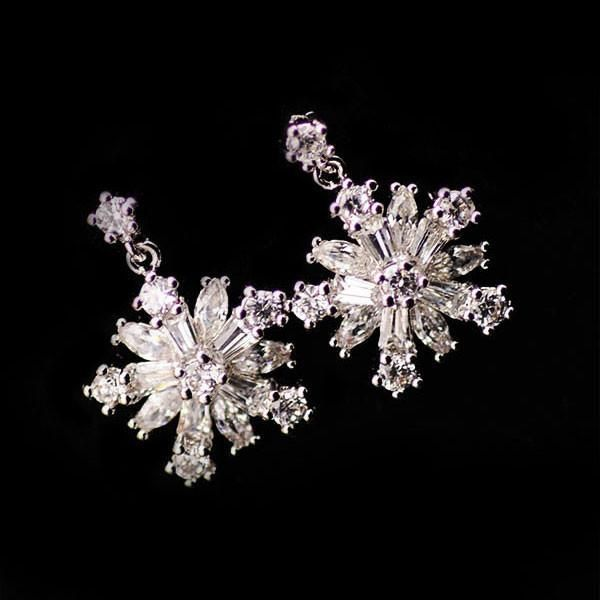 New Snowflake Rhinestone Silver Earrings Studs - lilyby #Women'sEarrings