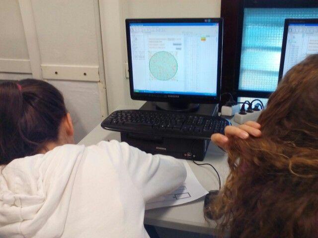 Carla haciendo la prueba con un círculo cuya área se debe aproximar a π. SÍ FUNCIONA!!!!!