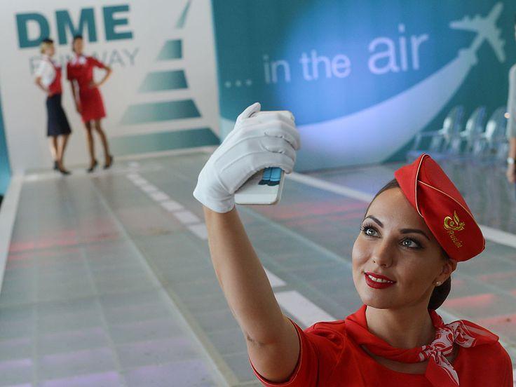 Modelos azafatas muestran nueva ropa de vuelo | Russia Beyond the Headlines