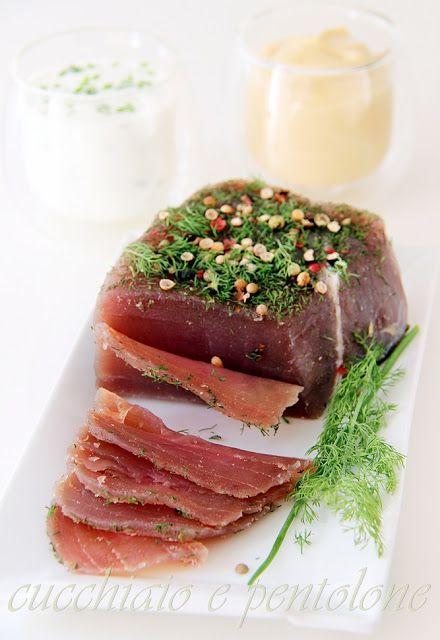 : tonno senza cottura marinato con sale e zucchero