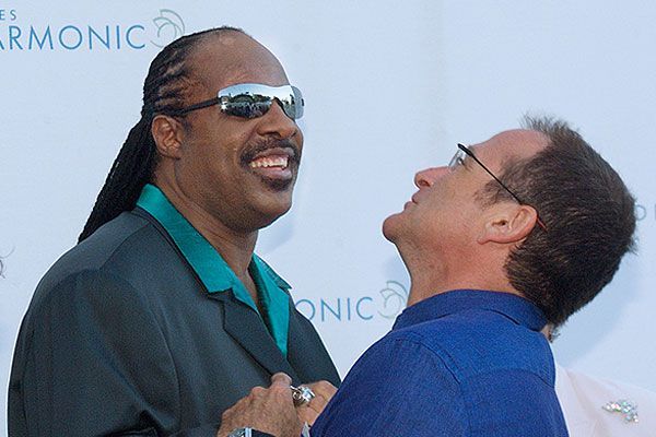 29 июня 2001 года Робин Уильямс с певцом и композитором Стиви Уандером.