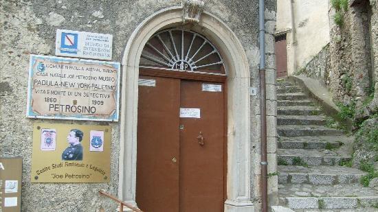 Apertura straordinaria della Casa Museo Joe Petrosino a Padula #ndm13 #nottedeimusei
