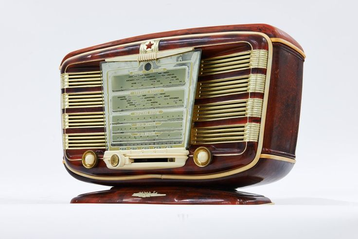 Zvezda, luxurious radio, 1954 (copy of French radio SNR Excelsior-52)