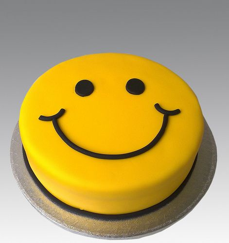 Smiley Cake - Great for the classroom   Superduper Cakes ...