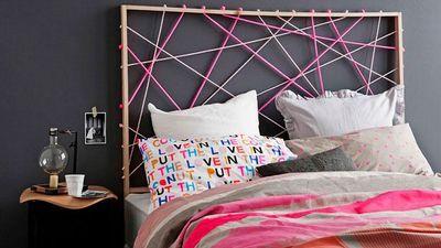 Une tête de lit en cordes tendues.