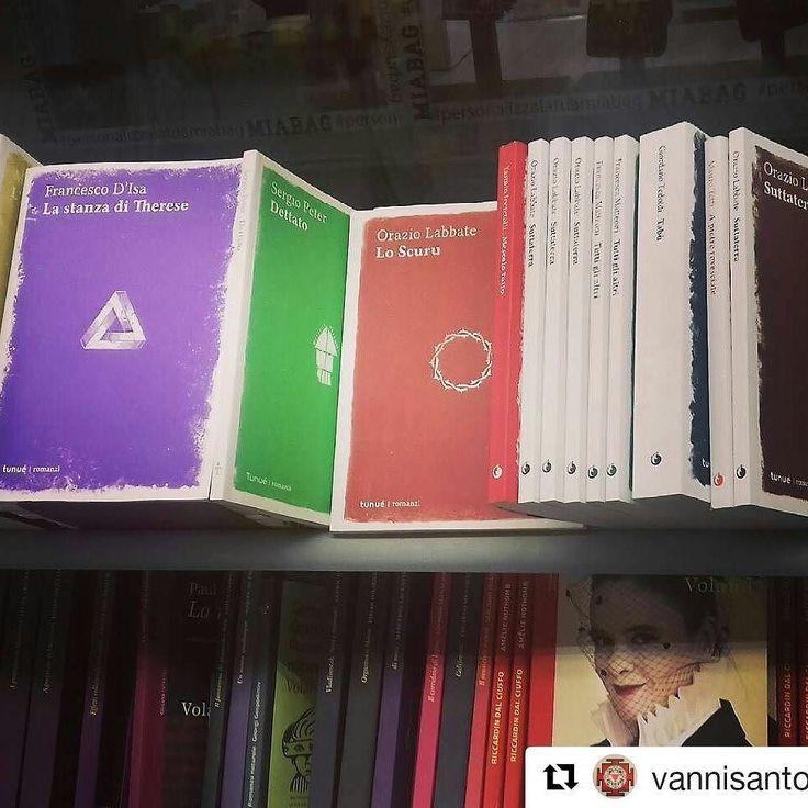 #Repost @vannisantoni  la #libreria #BorriBooks a #Termini è la mia preferita in assoluto enorme e coi libri divisi per #editore come è giusto e non nello stupido e inutile ordine alfabetico diffusosi nelle librerie di catena contemporanee. Felice quindi di vedere un trattamento speciale per i #Romanzi #Tunue passati dal retroscaffale indies a questo scaffaletto dedicato - #sicresce #inlibreria #scaffale #vivalalettura #stoleggendo #editoria #editoriaindipendente #romanzitunué…
