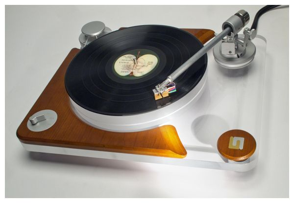 """Unison Research - Giro,Audiophile High End Turntable...How Can These Things Fly...And Take Us Just Anywhere In The Sounds´Cosmos ?...  http://about.me/Samissomar"