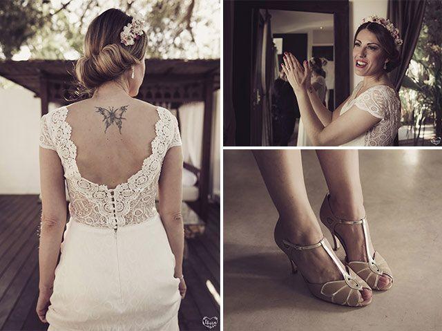 Novias tatuadas: ¿por qué no os atrevéis con un escote en al espalda? Así lo luce Sandra con sandalias de boda y tocado en tonos rosas. Un look de novia muy original!