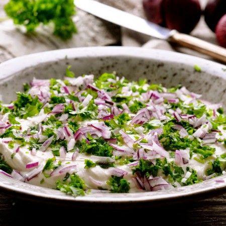 Rørt feta kan virkeligt anbefales. Smag til med din favoritsmag og tilpas som du lyster. Rørt feta opskriften er nem og meget lækker til frokostbordet!