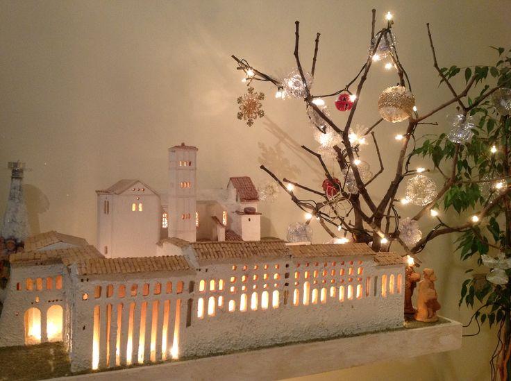 Magico Natale 2016. Basilica di Assisi in legno lavorata a mano.
