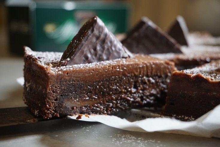 Hallå på er! Alltså, ni måste bara baka denna. Så enkelt & så gott. Tänk er en kladdigt härlig kladdkaka med toner av mint med ett krämigt chokladtryffeltäcke.♥ Mumma för själen...