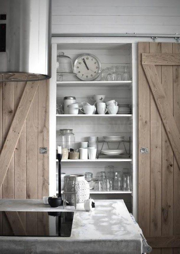 Prachtige houten keuken. Deur-systeem.