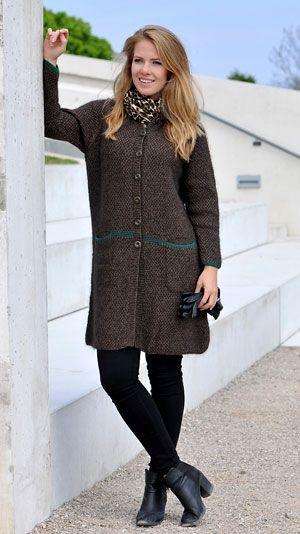 lang frakke med knapper og i perlestrik Strikkep nr. 4 + rundp nr. 3 (80 cm Str: S (M) L (XL) XXL. Overvidde: 96 (104) 112 (120) 130 cm. Hel længde: 87 (88) 89 (90) 91 cm.