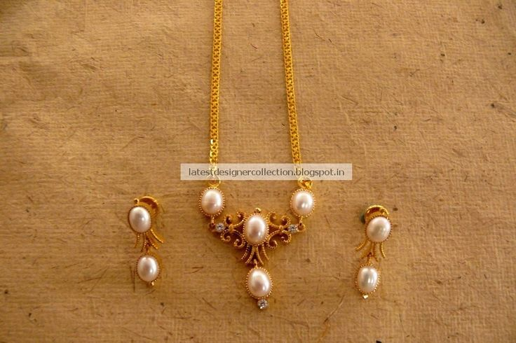 Gold-Necklace-With-Pearls.jpg 960×640 pixels
