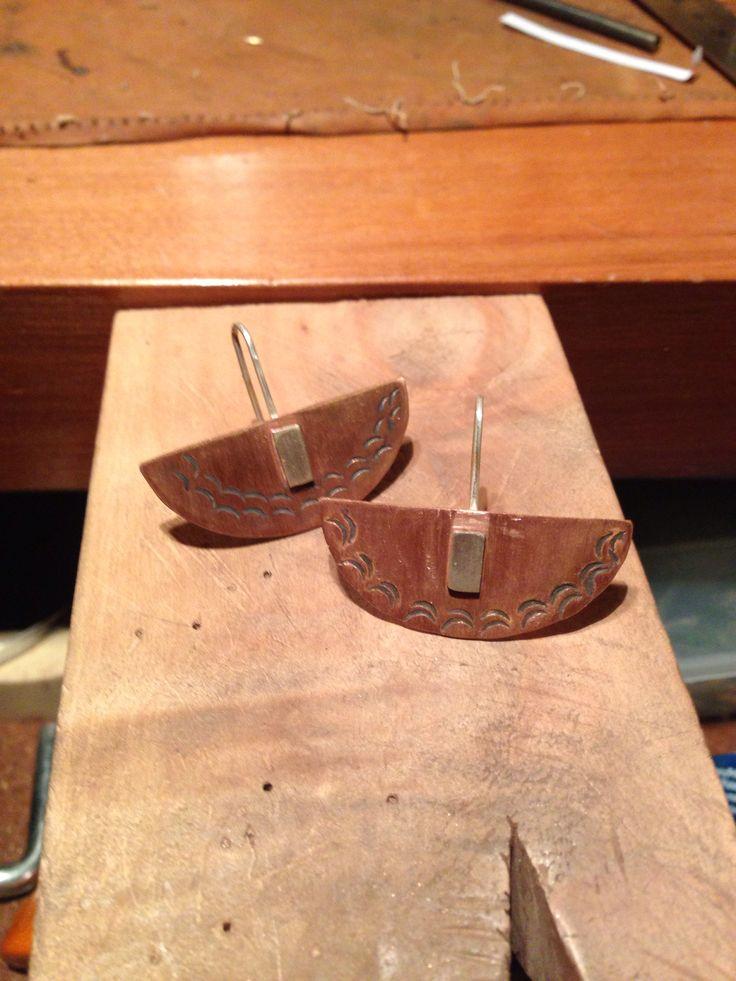 Aritos rústicos en cobre y plata