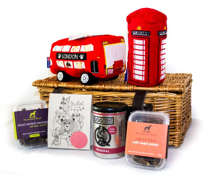 Our 'Best of British' Hamper is the perfect extra special treat for the patriotic pooch! Crammed full of gourmet treats which are made from high-quality ingredients in the UK and two British themed toys.