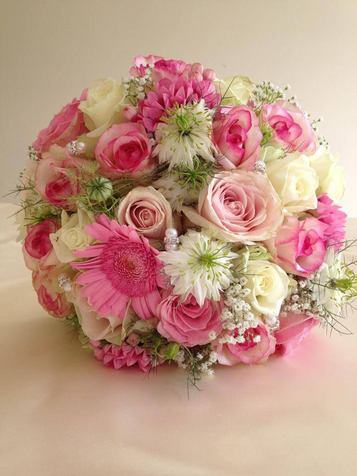 Mixed pink bride bouquet. So gorgeous :)