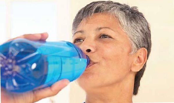 can you lose weight by drinking water, lose water weight fast, water to lose weight