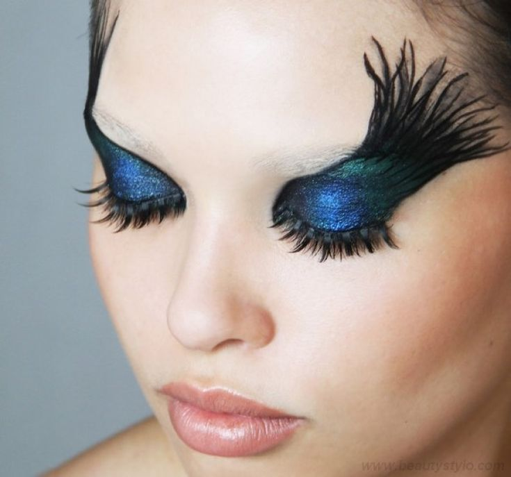Gorgeous Teal and Black Eye Makeup Step by Step