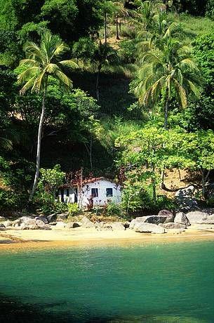 """Ilhabela, litoral do estado de São Paulo, Brasil. A maior ilha ao longo da costa do Brasil e, literalmente, uma """"bela ilha"""", Ilhabela oferece aos visitantes quase 40 km de praias, trilhas em uma ilha tropical, cachoeiras e nascentes."""