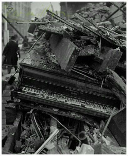 Lee Miller: Piano by Broadwood, London, 1940
