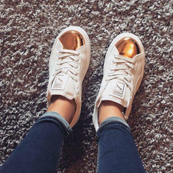 Les nouvelles baskets Puma Platform blanches et or compensées : http://www.taaora.fr/blog/post/baskets-puma-platform-suede-creeper-gold-blanches-or-dorees-362222-01-semelles-compensees-epaisses