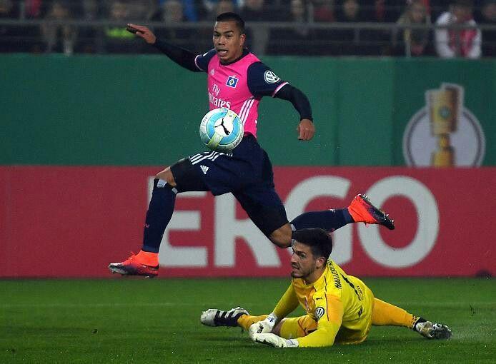Doppelpack von Bobby Wood verhindert ein frühes Aus im DFB-Pokal - Hauptsache der Junge wird nicht verramscht !! ...nur der HSV !!
