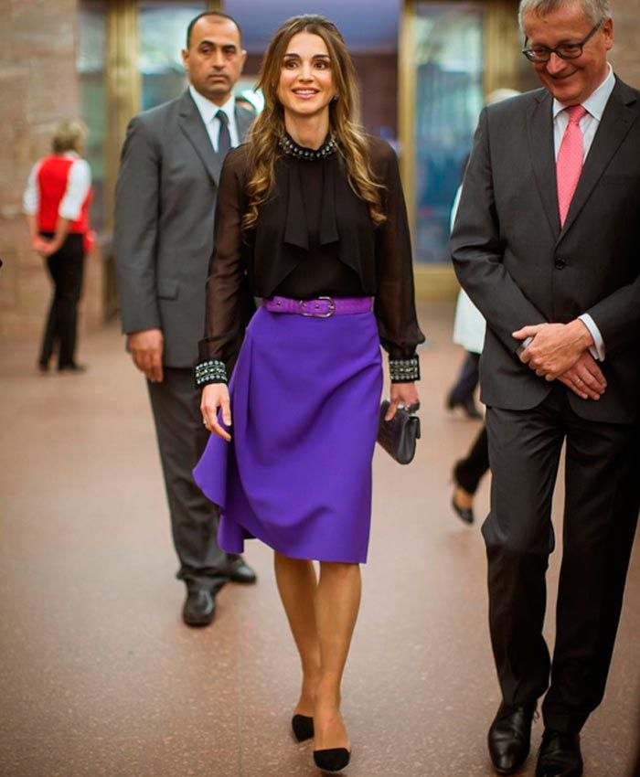 La Reina Rania de Jordania recibe un premio de manos de Angela Merkel