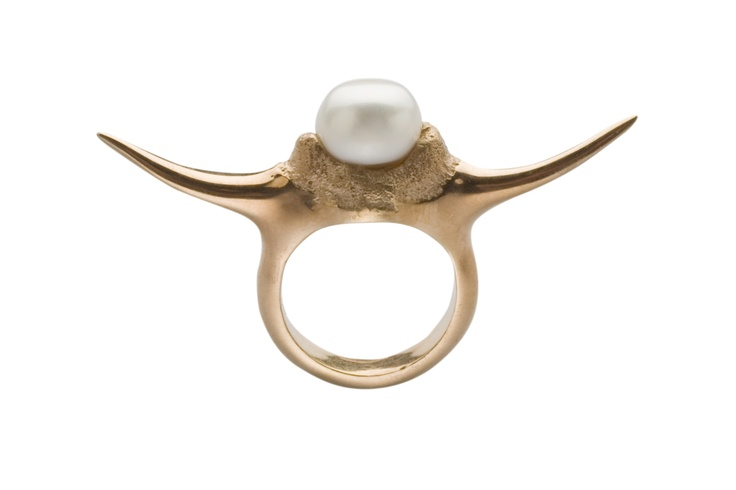 FANG PEARL RING / 24-karat rose gold-plated sterling silver / fresh-water pearl