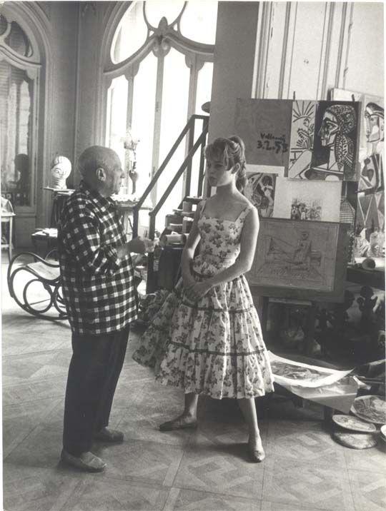 Pablo Picasso nel suo studio con Brigitte Bardot, 1958